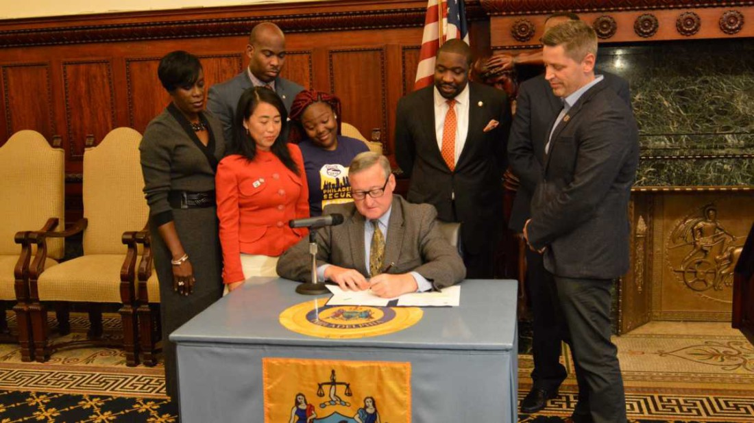 Mayor Kinney signs prevailing wage ordinance